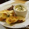 Sült camembert rozmaringos kenyérrel és diós vörösáfonyával