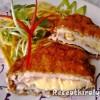 Baconnel és sajttal töltött csirkemell rozsos bundában