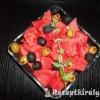 Görögdinnyesaláta olívabogyóval Metaxaval