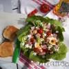 Mediterrán saláta juhtúróval mozzarellával pizzasonkával tojással