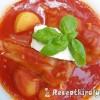 Töltött paprika bazsalikomos vörösboros paradicsomszószban tejföllel