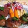 Rántott csirkecomb petrezselymes újkrumplival és paradicsomsalátával
