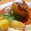 Zöldséges darált húsos töltött paprika vörösboros paradicsomszószban