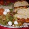 Tejfölös csirkemelltorta salátával, rizzsel