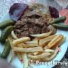 Sült hús resztelt májjal, sült hasáb burgonyával