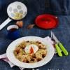 Kelkáposztás-szalonnás tészta buggyantott tojással