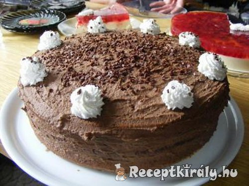 Csokoládétorta három féle piskótából