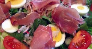 Mézes sonkás tojásos saláta