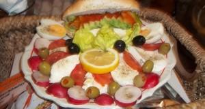 Avokádós mozzarellás saláta