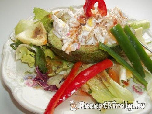 Avokádó rákfarkos zöldséges ananászsalátával chilivel