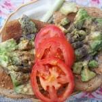 Bruschetta avokádó-val paradicsommal és újhagymával 1