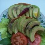 Bruschetta avokádóval salátalevéllel medvehagymával paradicsommal 1