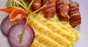 Csípős csirkemáj bacon köntösben