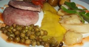 Csülöksonka krumplival zöldségekkel együtt sütve