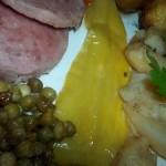 Csülöksonka krumplival zöldségekkel együttsütve