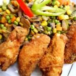 Csirkeszárnyak kukoricalisztbe forgatva 2