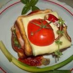 Dupla Bruschetta sonkával sajttal 1