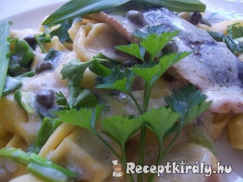 Gombás tortellini fehérboros heringfilével medvehagymával 2