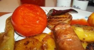 Grillezett kolbász és zöldségek