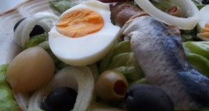 Heringsaláta tojással fejes salátával