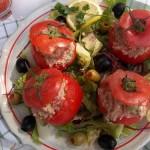 Libamájjal tojással töltött paradicsom mediterrán salátával hidegen 1
