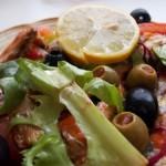 Mediterrán saláta paradicsomszószos szardíniával