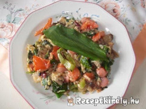 Medvehagymás virslisaláta zöldségekkel 1