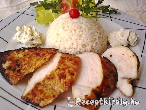 Mustáros borsos csirkemell zöldfűszeres krémsajttal