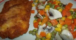 Rántott csirkemell zöldségkörettel