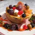Sárgadinnye sonkával lazacszeletekkel