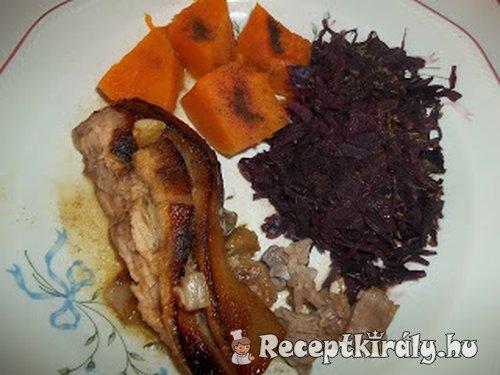 Sörrel sült malac párolt sütőtökkel vörösboros lila káposztával