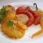 Sült kolbászkák krumplival zöldségekkel