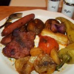 Sült tarja virsli és zöldségek