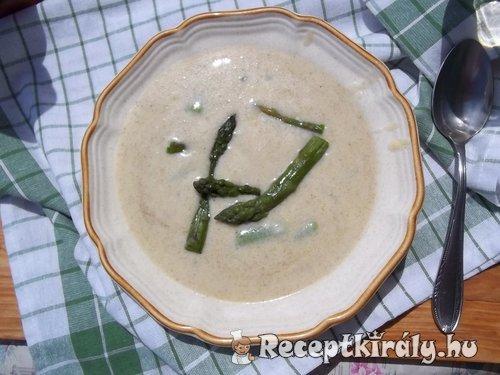 Sajtleves zöld spárgával fehérborral 1