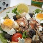 Saláta paradicsomos sprotnival tojással ruccolás bruschettával 1