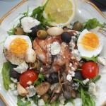 Saláta paradicsomos sprotnival tojással ruccolás bruschettával 2