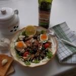Saláta paradicsomos sprotnival tojással ruccolás bruschettával 3