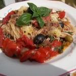 Spaghetti Puttanesca con vino rosso 1