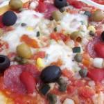Szalámis pizza gazdagon