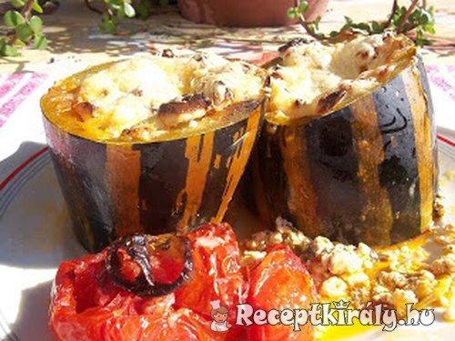 Túróval füstölt kolbásszal töltött sajtos cukkini