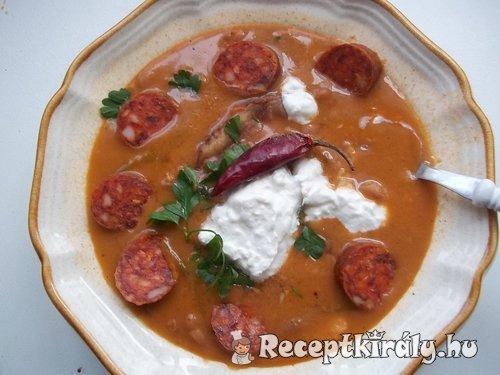Vörösboros tejfölös babgulyás csülökkel kolbásszal krumplival csipetkével 2
