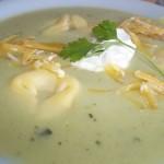 Zöldborsó krémleves tortellinivel reszelt sajttal 1