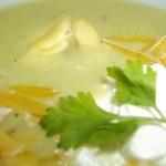 Zöldborsó krémleves tortellinivel reszelt sajttal