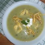 Zöldborsó krémleves tortellinivel reszelt sajttal 2