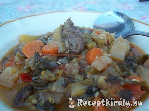 Zöldséges egytál (leves) kacsaszívvel