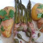 Zöldspárga sonka és baconköntösben petrezselymes újkrumplival