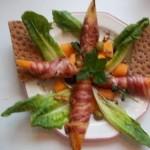 Baconba tekert méz és sárgadinnye grillezve brandyvel locsolva