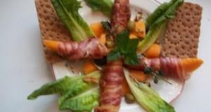Baconbe tekert méz és sárgadinnye grillezve brandyvel locsolva