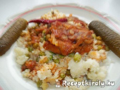 Csirkecomb pörkölt rizi-bizivel
