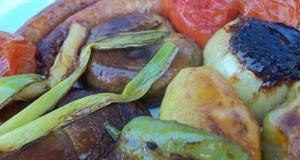Grillezett kolbászkák és zöldségek